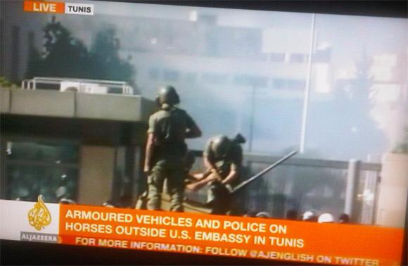 5 manifestants ont été blessés lors des affrontements qui ont actuellement lieu entre les forces de l'ordre et les manifestants qui tentaient
