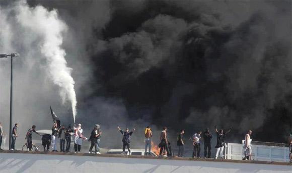 Les manifestants ont escaladé les murs de l'ambassade des Etats-Unis à Tunis et ont incendié des véhicules stationnés à l'intérieur de l'ambassade