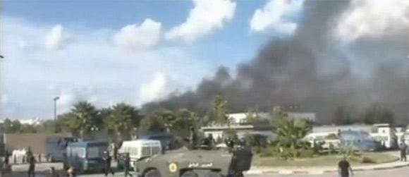 Les forces de l'ordre semblent contrôler les abords de l'ambassade des Etats-Unis à Tunis alors que des renforts sont dépêchés sur place