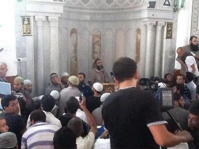 Il se confirme que le chef salafiste jihadiste Abou Iyadh a quitté la Mosquée Al Fath où il était encerclé par les forces de sécurité après