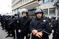 Beaucoup de médias et sites électroniques ont rapporté qu'une présence policière inhabituelle