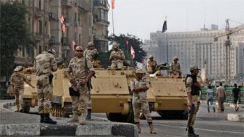 Les agences de presse ont indiqué que des responsables des forces de sécurité égyptiennes transportés dans deux minibus ont fait