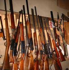 8 fusils de chasse sans autorisations et plus de 300 cartouches ont été saisis par les agents de police lors d'une descente dans une maison