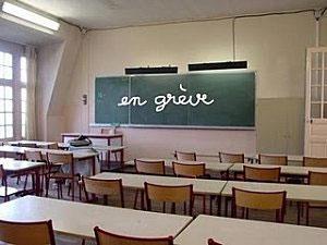 Les enseignants de l'Institut Supérieur des Etudes Technologiques de Sfax ont observé aujourd'hui
