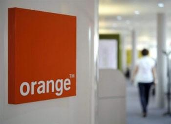 Une intrusion de grande ampleur a eu lieu dans les bases de données de l'opérateur téléphonique Orange en France . Il s'agit d'un piratage de grande ampleur