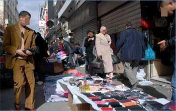 Des commerçants opérant dans les marchés parallèles dans la capitale