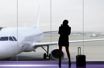 L'interdiction de voyage pour les femmes de moins de 35 ans sans l'autorisation du père(pour les célibataires) ou de l'époux ( pour les mariées) continue à susciter une vive polémique . La confusion suscitée par cette polémique s'ajoute aux dissensions politiques qui