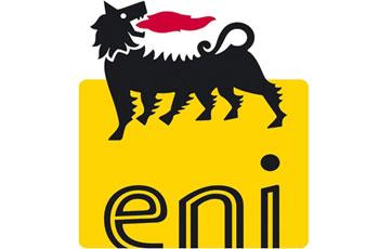 Des employés et des techniciens de la compagnie pétrolière italienne ENI