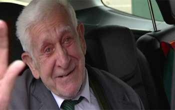 Le vétéran britannique qui s'était échappé de sa maison de retraite jeudi pour se rendre aux commémorations du Débarquement était de retour