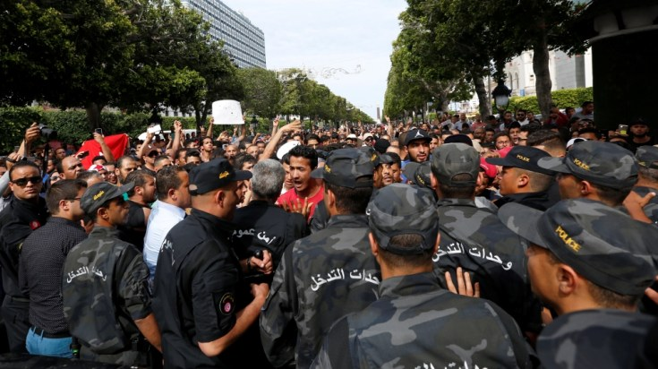Those detained are accused of corruption and helping finance protest movements linked to economic frustrations.