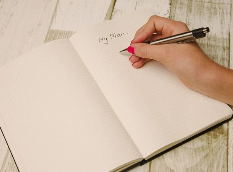 A lady writing down her plan