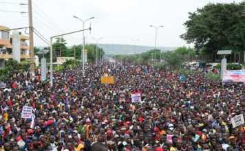 Malians back on the street renew call for president to resign