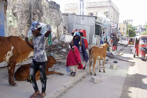 Somalia's president drops bid for extended term after chaos