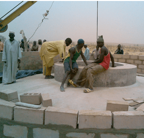 Wokers at the well in niger