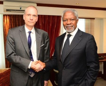 Amb. Robert Godec and Sec. Gen. Kofi Annan handshake