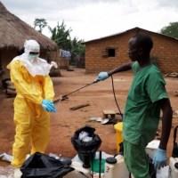 Dossier Santé: Ebola, un rapport dénonce l'inactivité de l'OMS