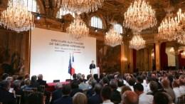 Emmanuel Macron et les forces de sécurité