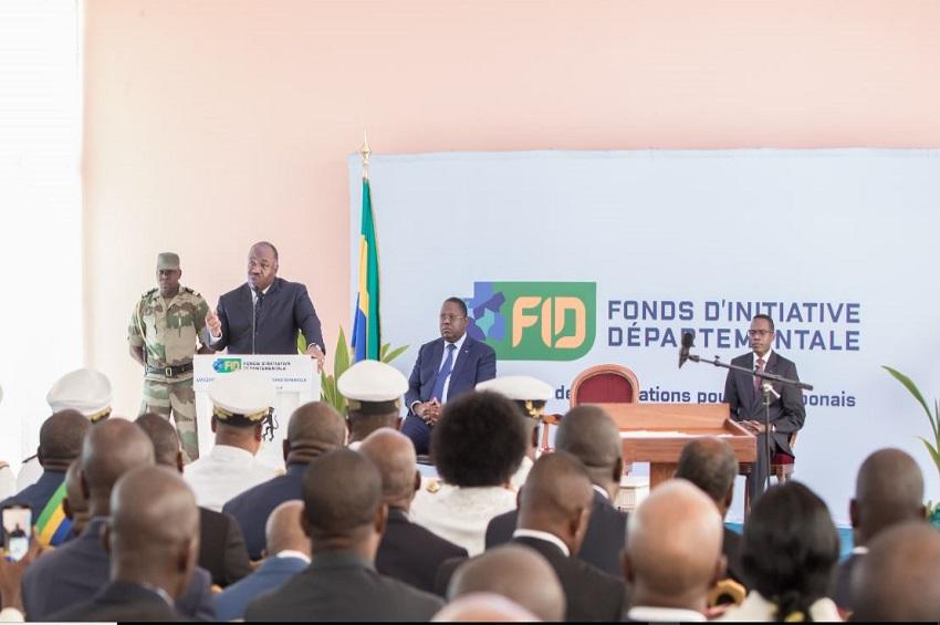 Démission du Premier ministre et de son gouvernement — Gabon