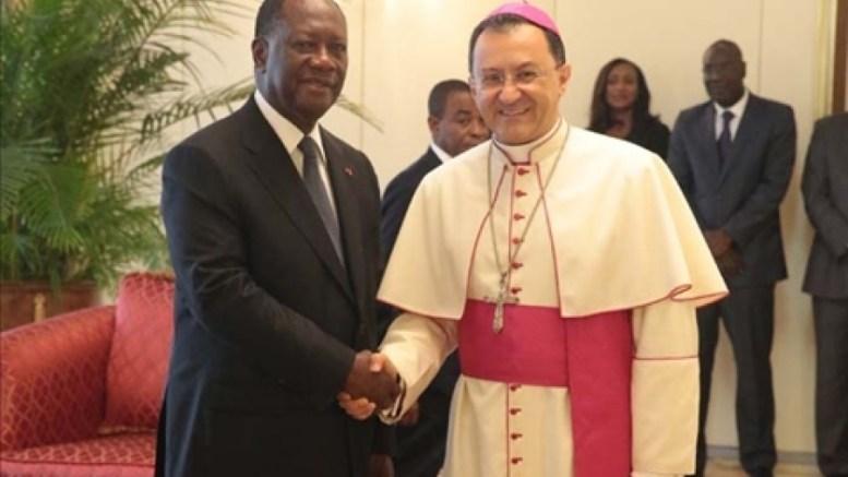 Monseigneur Joseph Spiteri et Alassane Ouattara