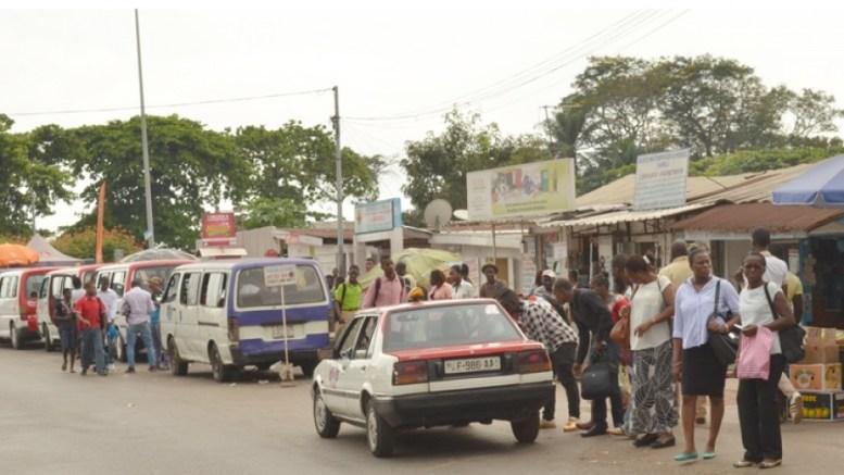 La galère de taxis à Libreville