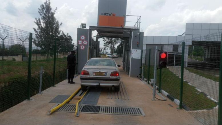 Un scanner de véhicules à l'aéroport de Kigali