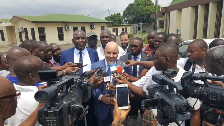 Chadi Moukarim et ses adjoints répondants aux questions des journalistes