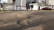 Le cratère devant la Smag à Libreville