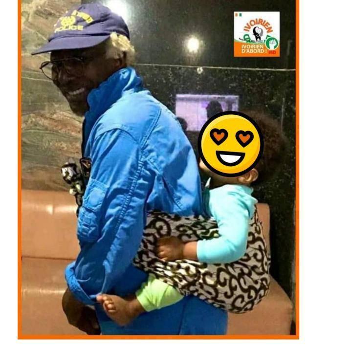 Pourquoi Alpha Blondy porte lui-même son fils sur le dos ?