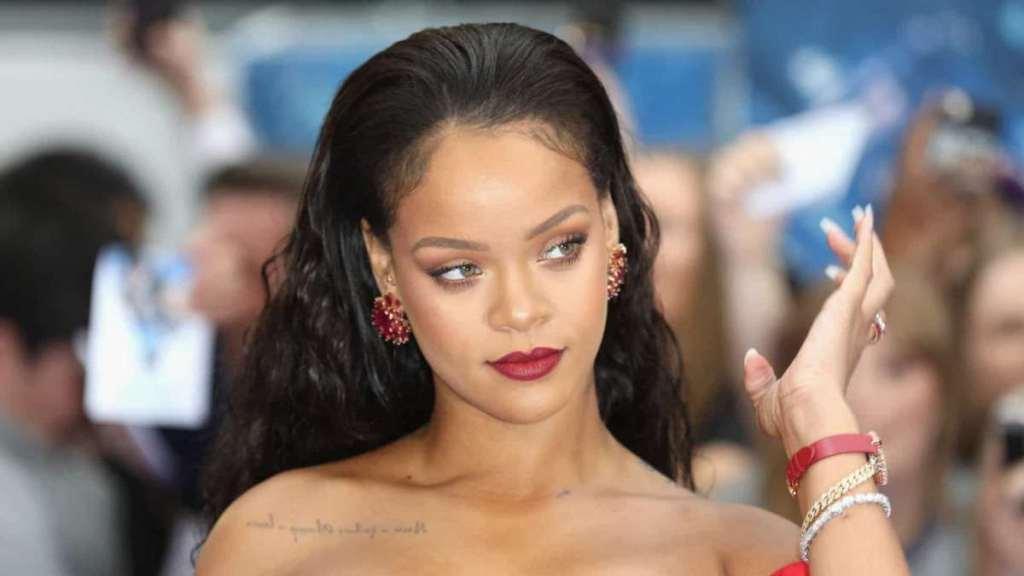 Rihanna seins nus Ganesh