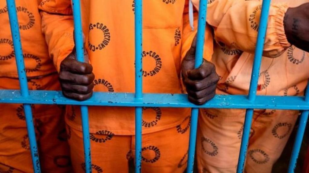 Afrique du Sud sextape gardienne détenu vidéo