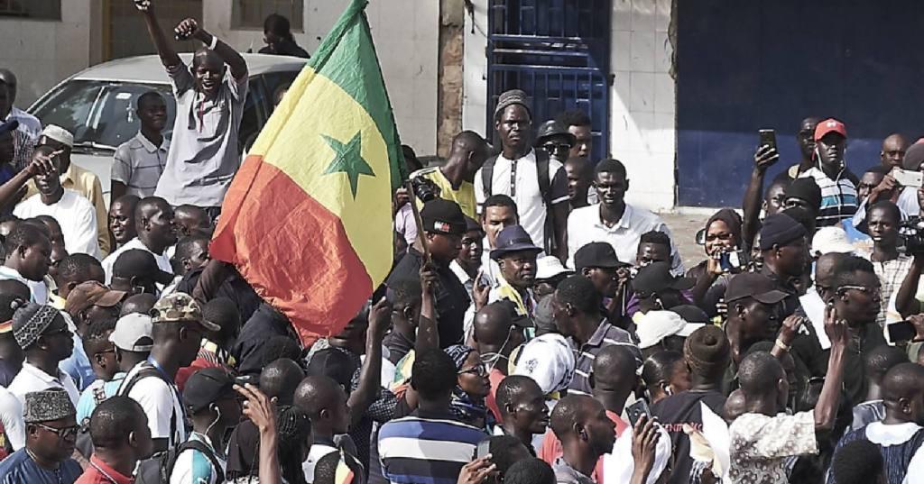 Pour ce qu'il y ait des stars sénégalaises beaucoup se sont également prononcé sous le hashtag #Freesenegal. L'international sénégalais s'était également rendu sur Twitter pour apporter son soutien aux sénégalais.