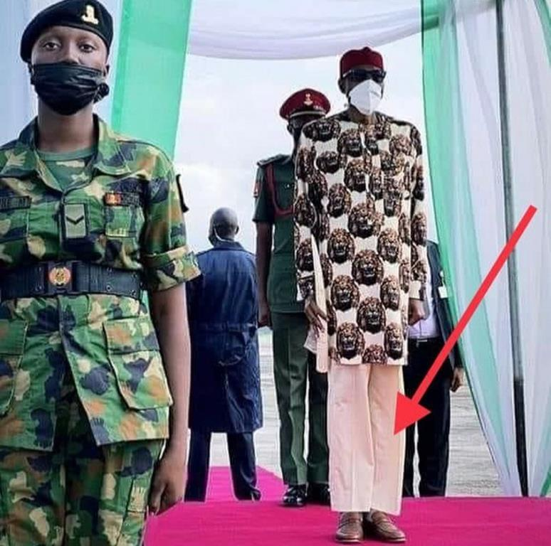 Buhari moqué pantalon Reno Omokri