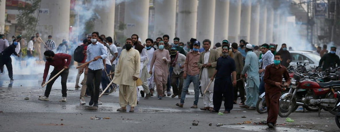 Islamic Parties and Police Clashed in Pakistan
