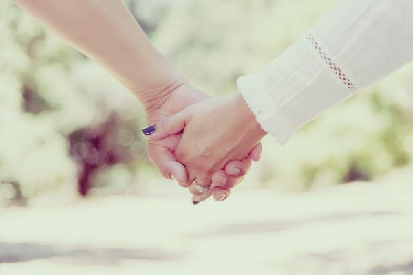 way of holding hands reveals about your couple