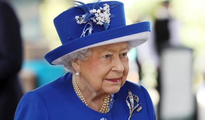 Queen Elizabeth (93) fools tourists: 'No, I've never met the queen'