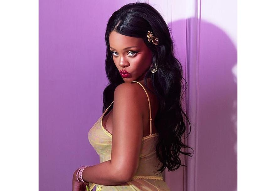 Rihanna shows her full-bodied butt and her tits in a yellow camisole and panties (Photos)