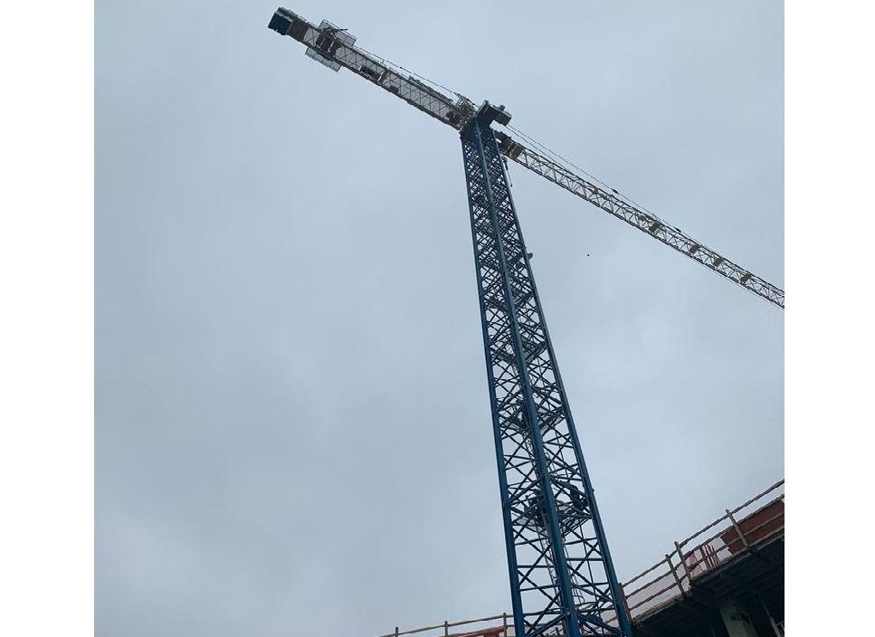"Crane man at 90 meters height calls emergency number: ""Help, my arm is off"""