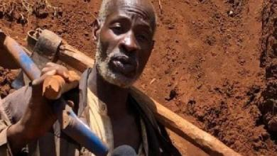 Kenyan creates 1.5km road with bare hands after Gov't failed