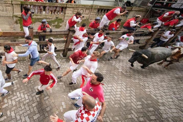 """""""Horn pierced my neck"""": man tells how selfie was almost fatal during Pamplona's bull run"""