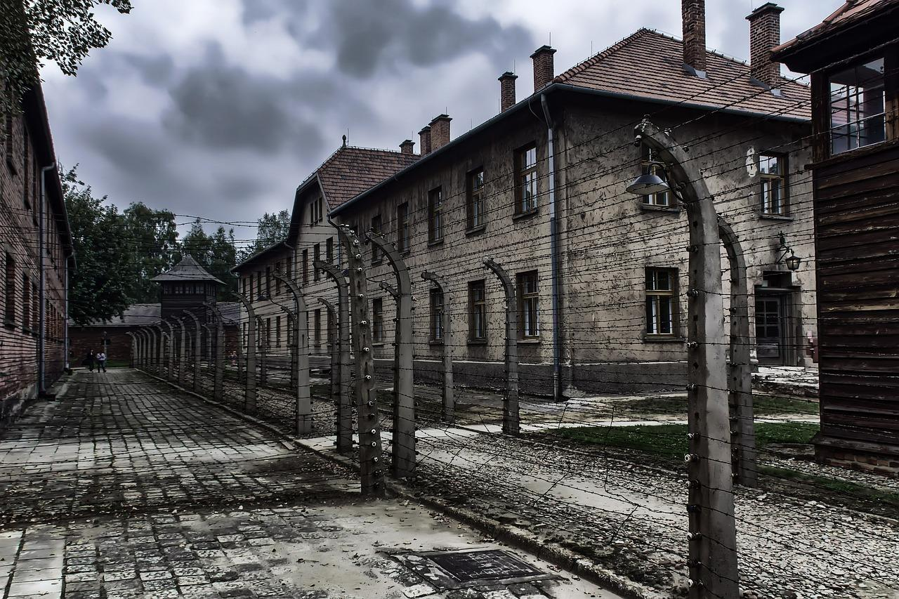 "Netanyahu: ""Germany will pay Holocaust survivors extra"""