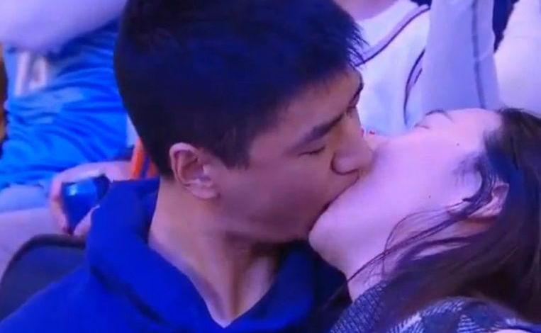 """""""Get me out of here"""": couple on kiss cam are doing very well"""