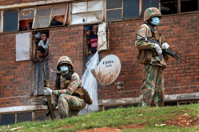 South African police fire rubber bullets to who breach lockdown