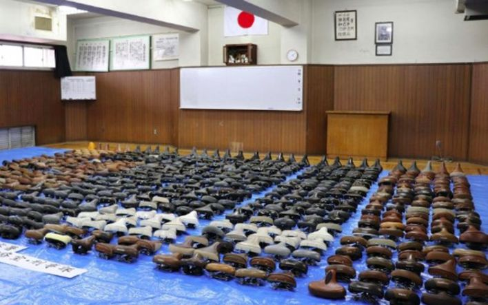 "Japanese thief steals nearly 6 thousand bicycle saddles ""against stress"""