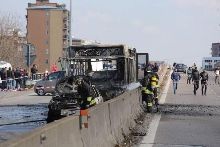 Hostage taker Ousseynou Sy set the bus on fire. 23 children sustained minor injuries.