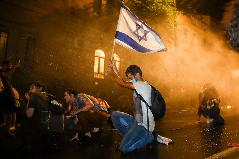 Israeli police deploy water cannons against demonstrators