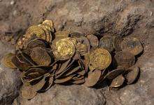 Teenagers find a thousand-year-old pot of gold in Israel