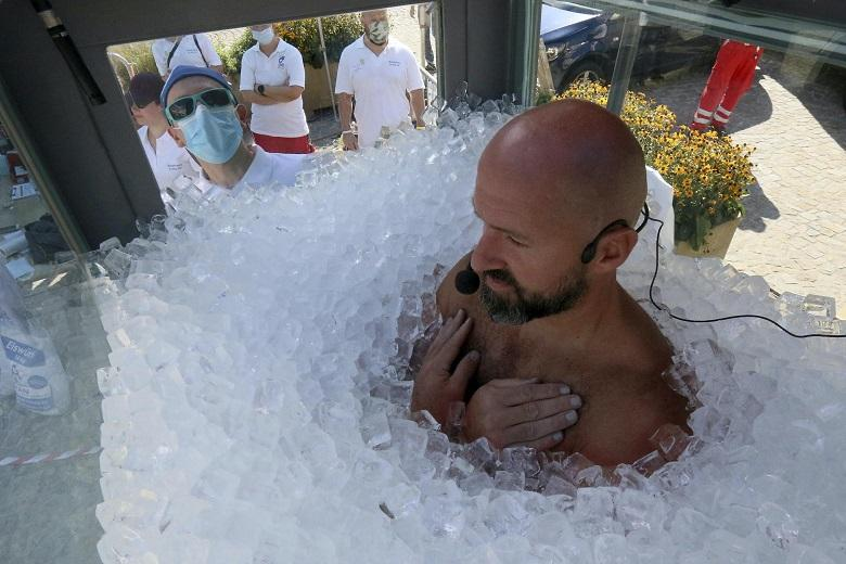 Man breaks record: He spends two and half hours in ice cube