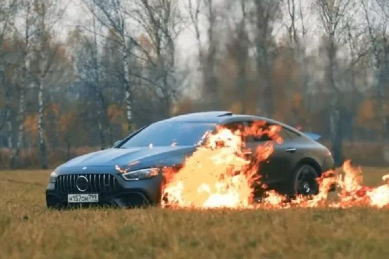 YouTuber deliberately sets fire to his new Mercedes-AMG