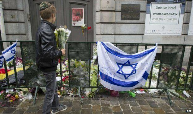 These new images of the attack in the Jewish Museum in Brussels on 24 May 2014 have never been shown before.
