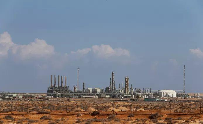 Libyan paramilitaries block oil ports and demand payment of wages